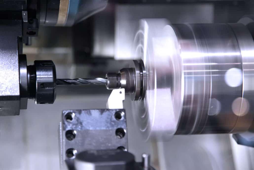 שימוש ברובוטים שיתופיים למשימות ידניות רבות בתעשיית המתכת והמכונות